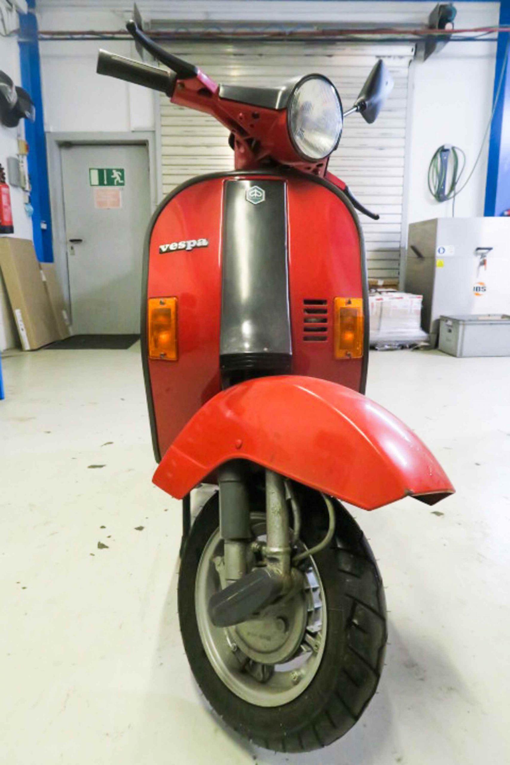 Vespa PK50 in rot