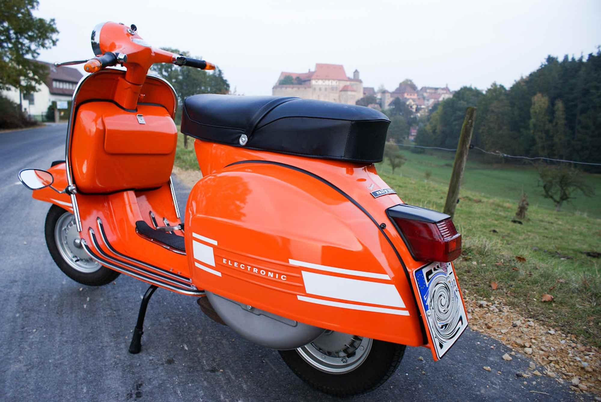 Vespa Rally 200 in Orange