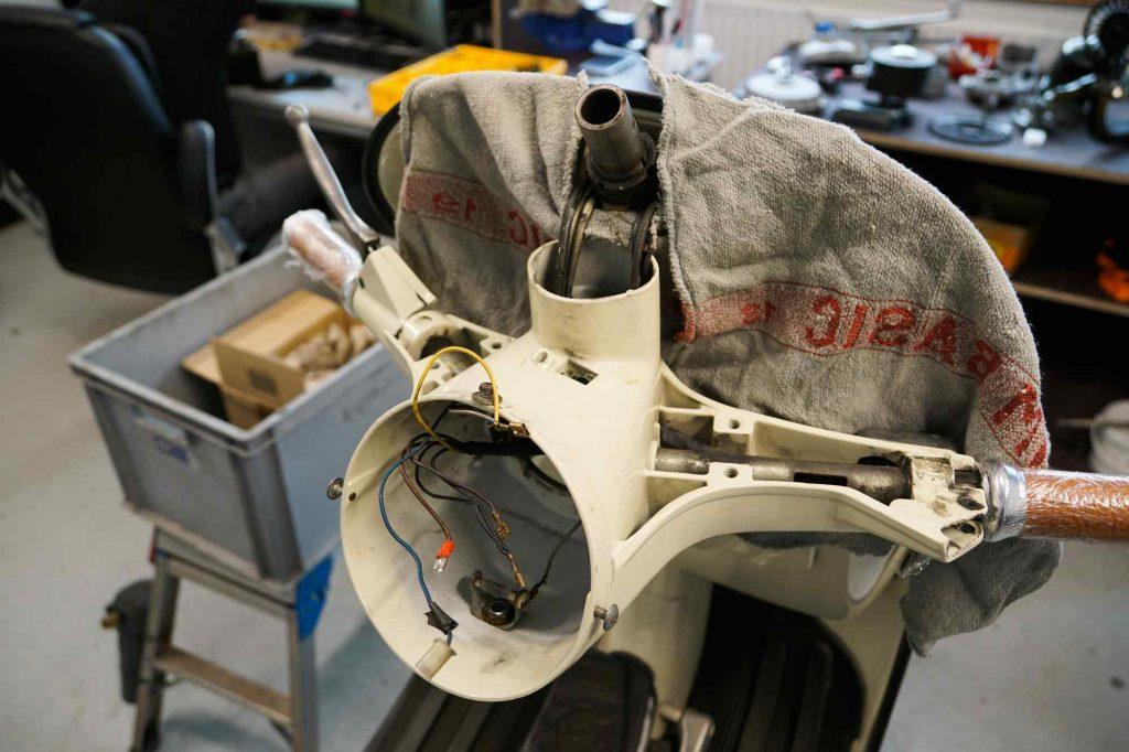Bearbeitung Vespa TS 125 Lenker demontiert