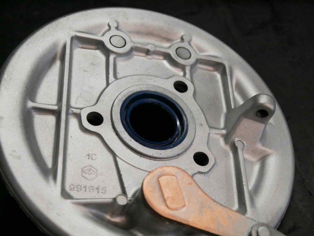 Bremsgrundplatte Vespa PK50 mit neuem Wellendichtring