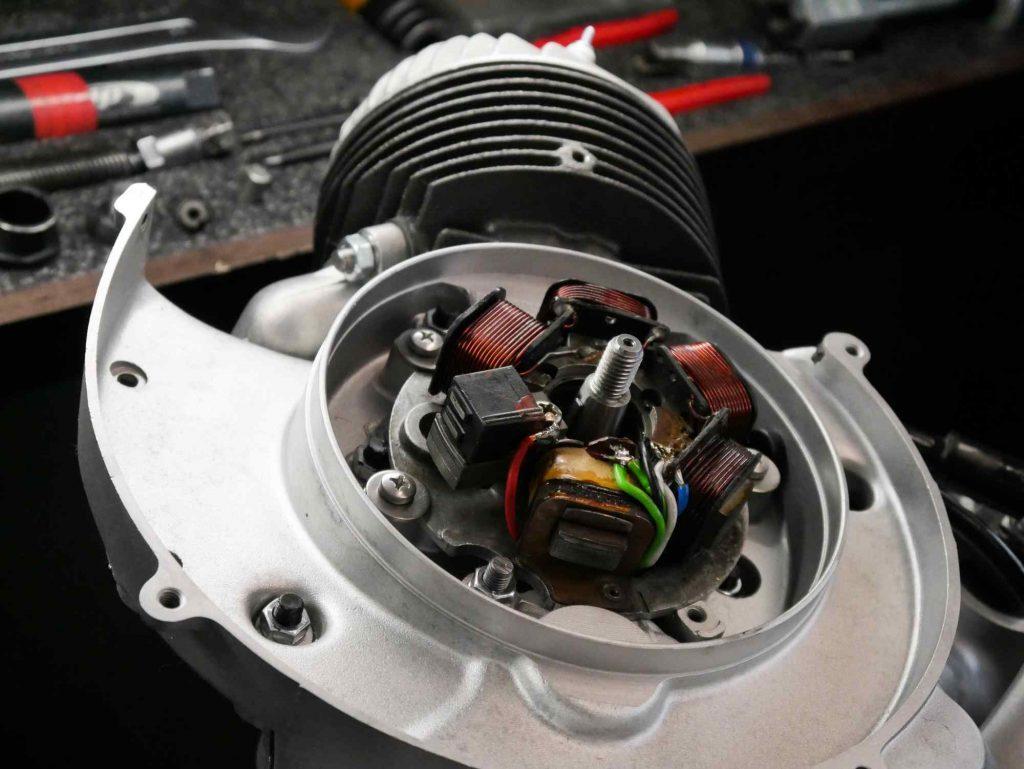 Ducati Elektronikzündung an Vespa PK 50 Motor montiert