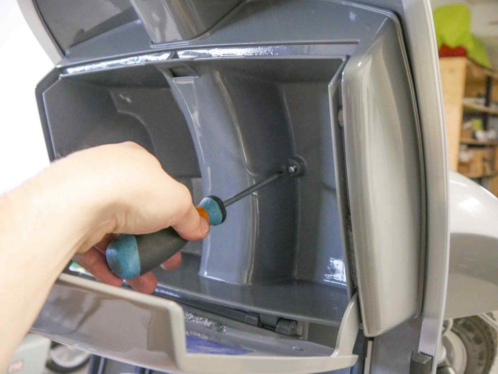 Handschuhfach für Vespa PK 50 montieren