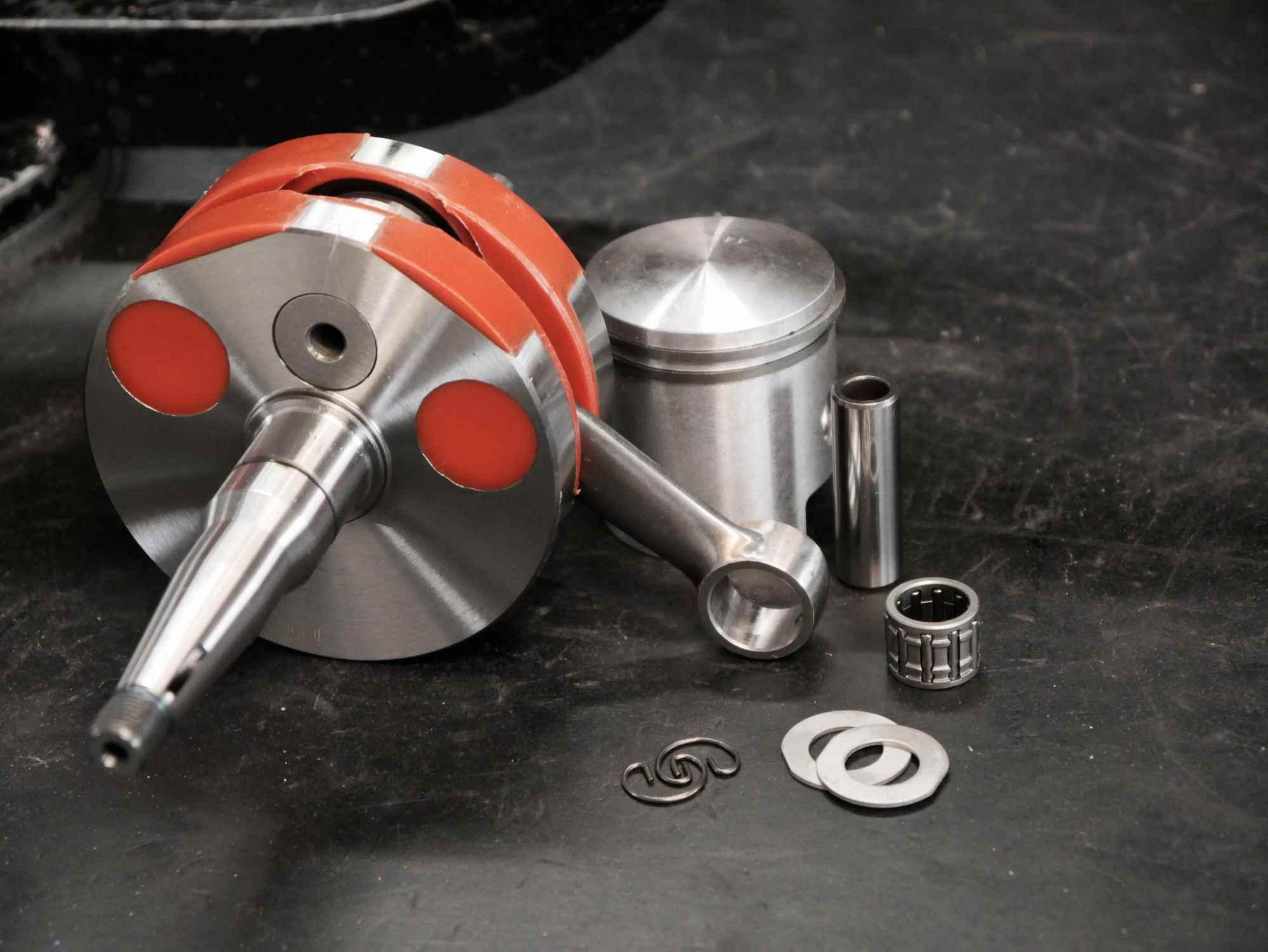 Kolben und Vollwangen Kurbelwelle Simson Motor Regenerierung