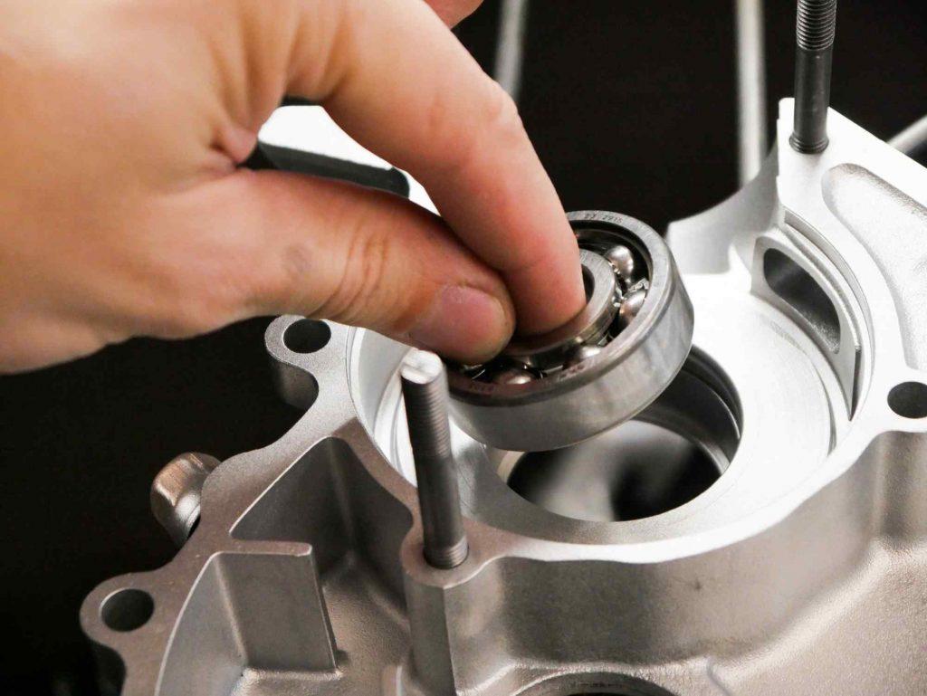 Lager Kurbelwelle links einbauen Vespa PK 50 Motor bei Revision