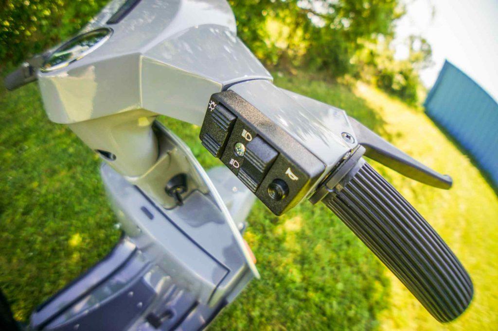 Lichtschalter und Griff am Lenker Vespa PK 50