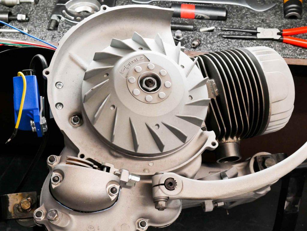 Lüfterrad BGM Elektronikzündung an Vespa Motor montiert