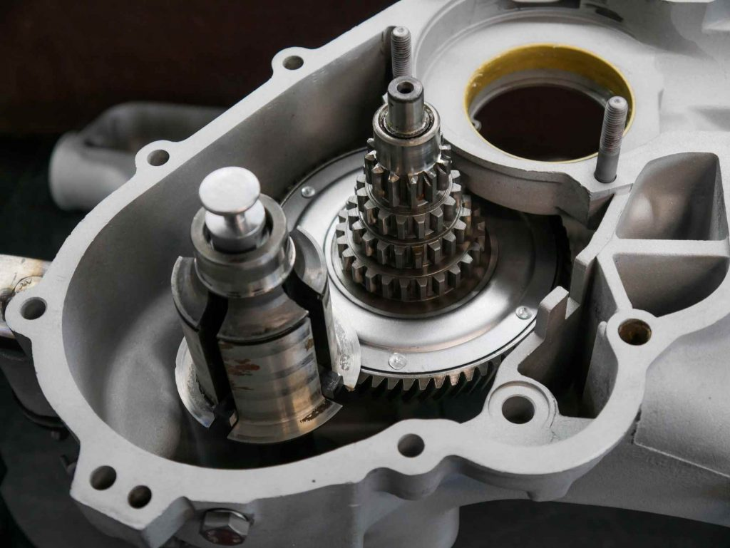 Nebenwelle Tannenbaum und Abtriebswelle an Vespa Motor eingebaut