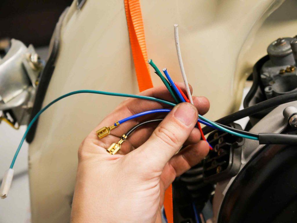 Neue Kabelstränge ohne Kabeschuhe an Vespa TS 125