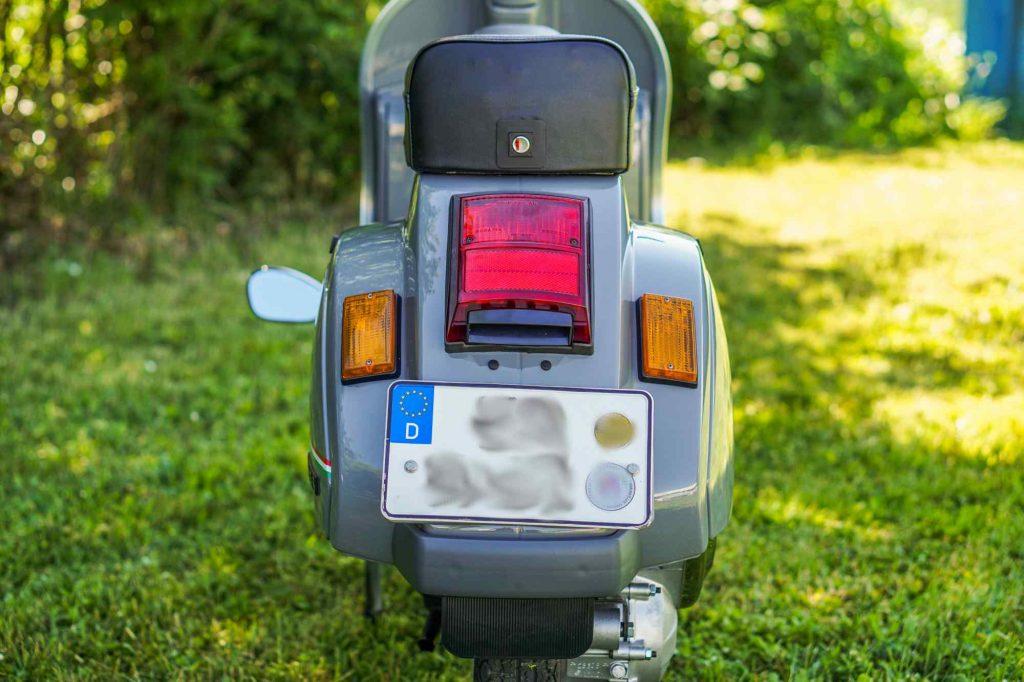 Restaurierte Vespa PK 50 von hinten