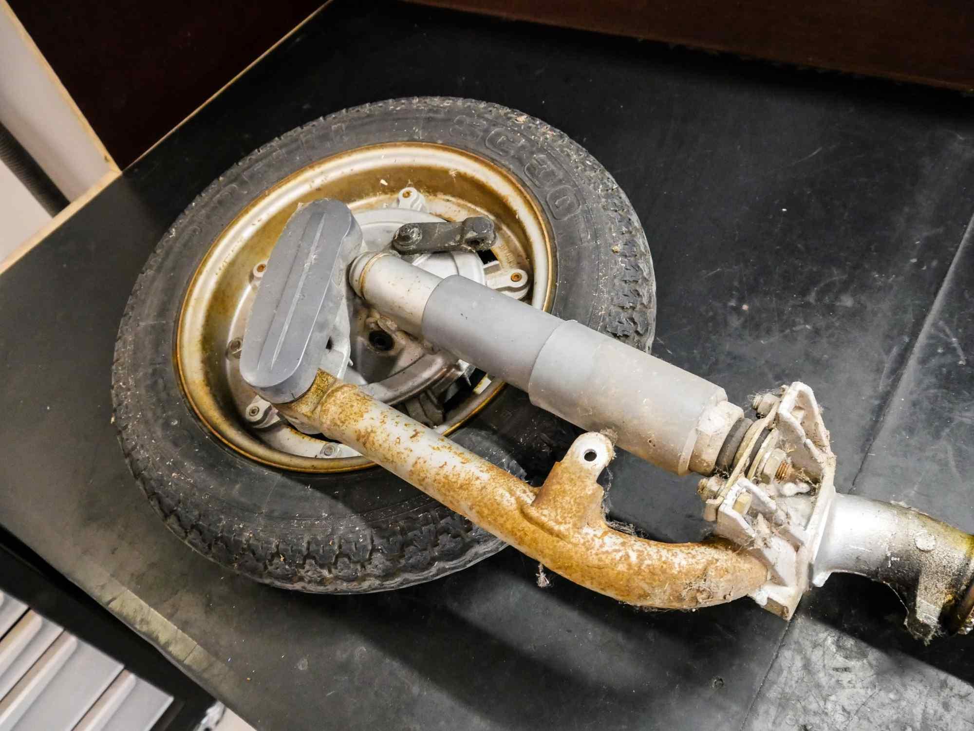 Schwinge mit Rad und Stoßdämpfer von Vespa PK 50