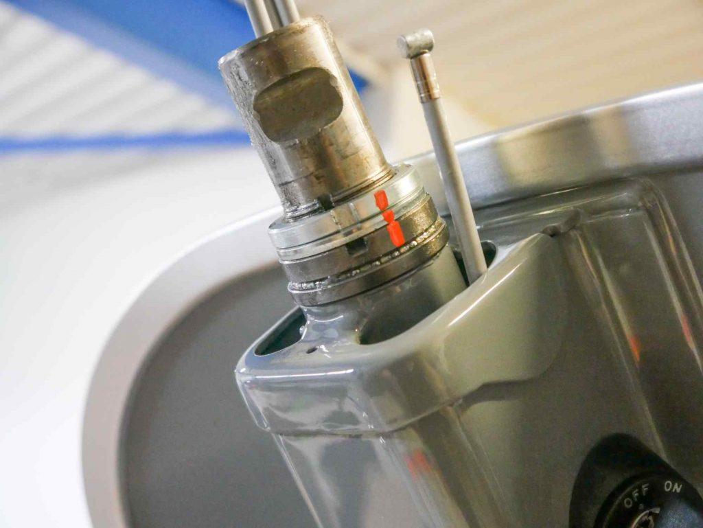 Vespa Lenksäule Lenkkopflager eingebaut und gesichert mit Markierung