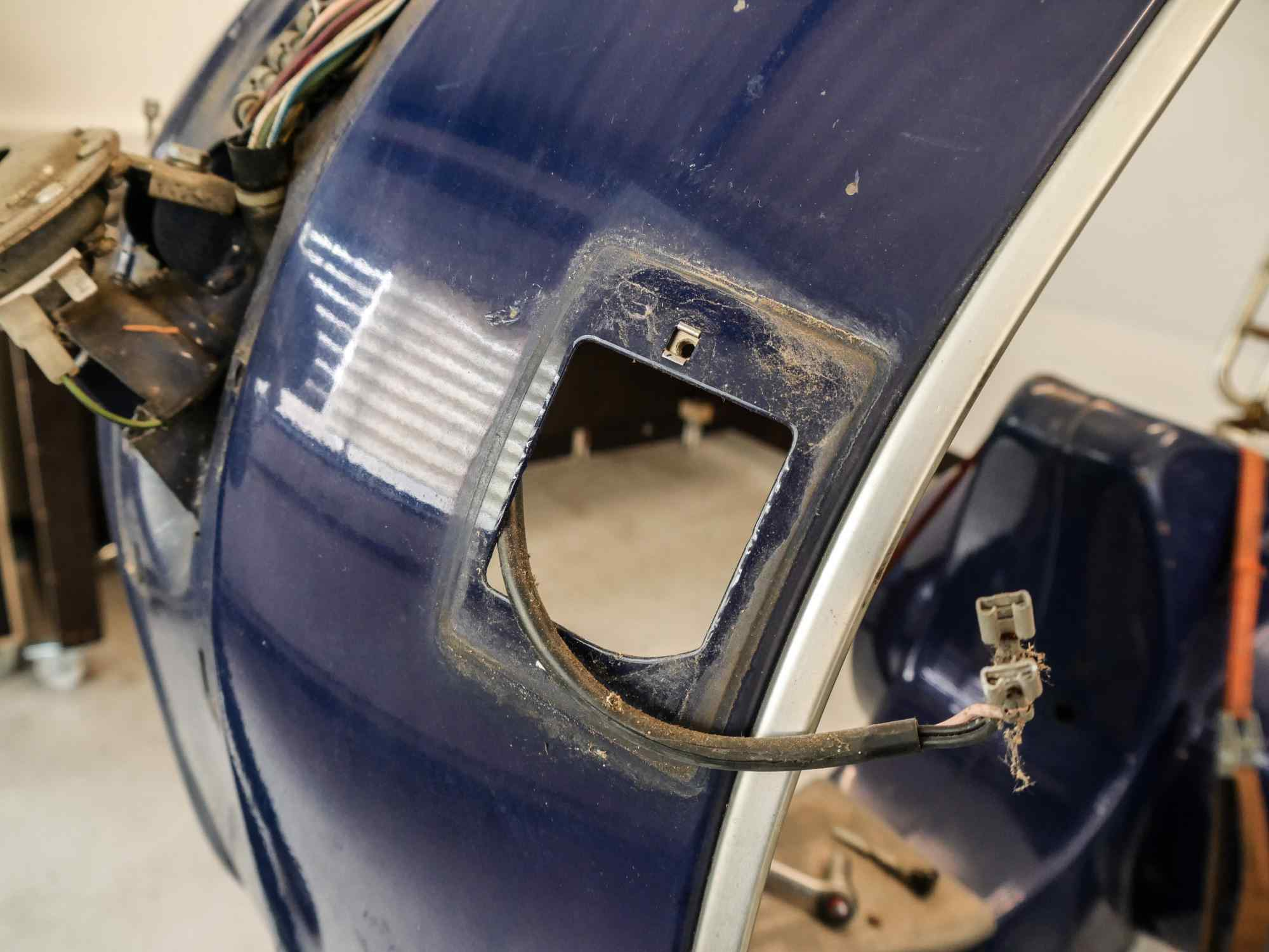 Vespa PK 50 Ausbau Blinker aus Beinschild