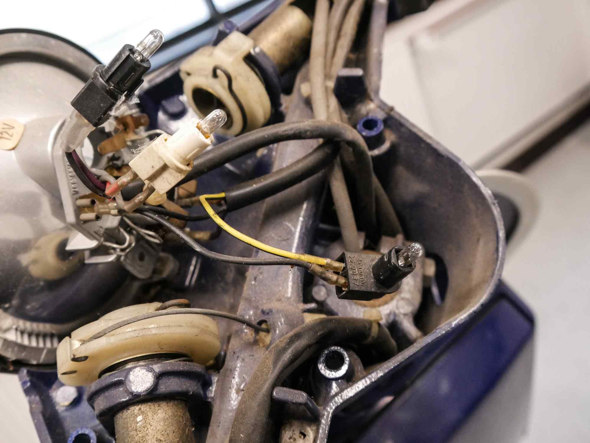 Vespa PK 50 Lenker mit Zügen und Kabeln
