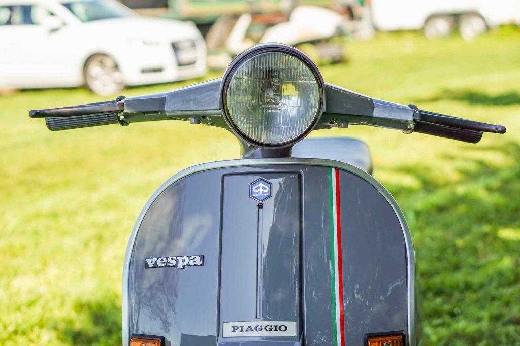 Vespa PK 50 Lenker und Beinschild nach Restauration