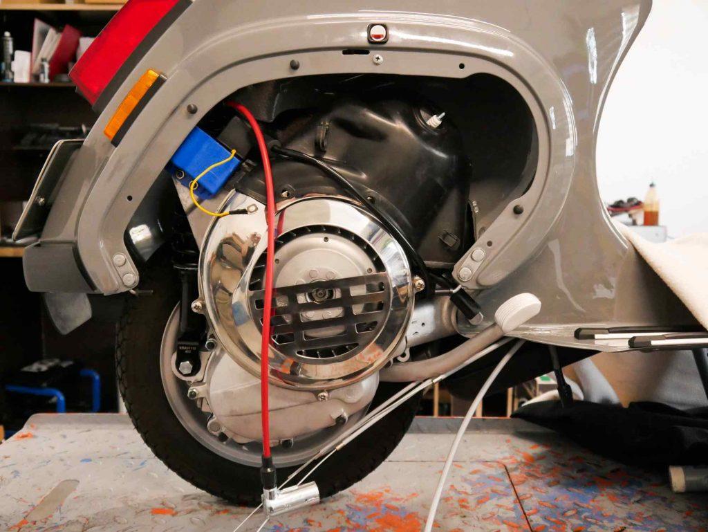Vespa PK 50 Motor einbauen in Rahmen