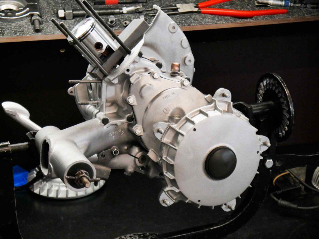 Vespa PK 50 Motorrevision halb montierter Motor