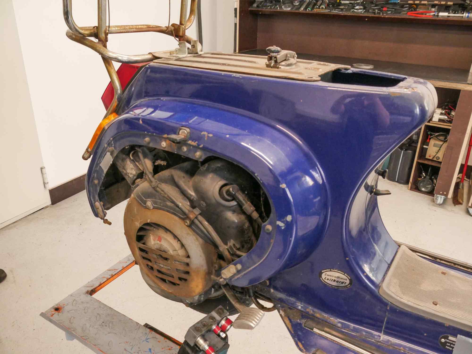 Vespa PK50 ohne Sitzbank Seitenklappe mit Motor