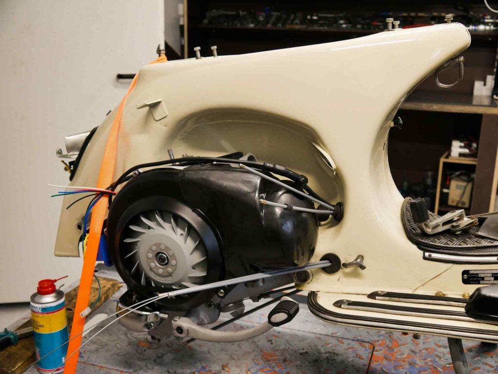Vespa TS 125 mit eingebautem Motor