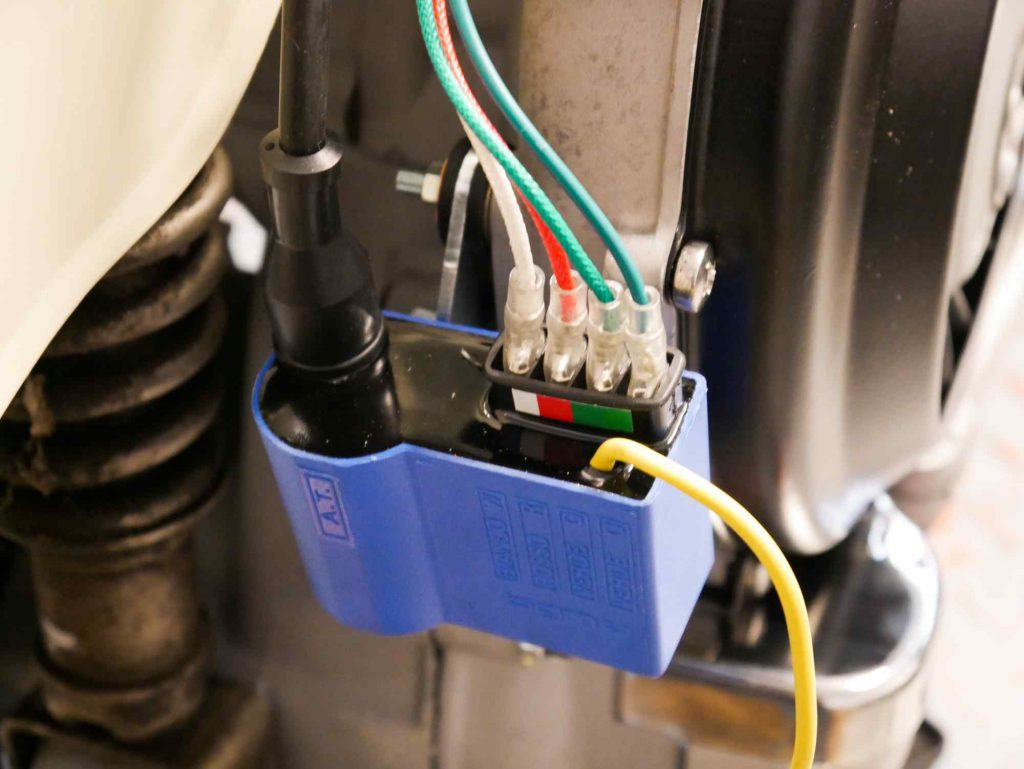 Wasserdichte Anbringung der Kabelschuhe an Vespa TS 125 CDI