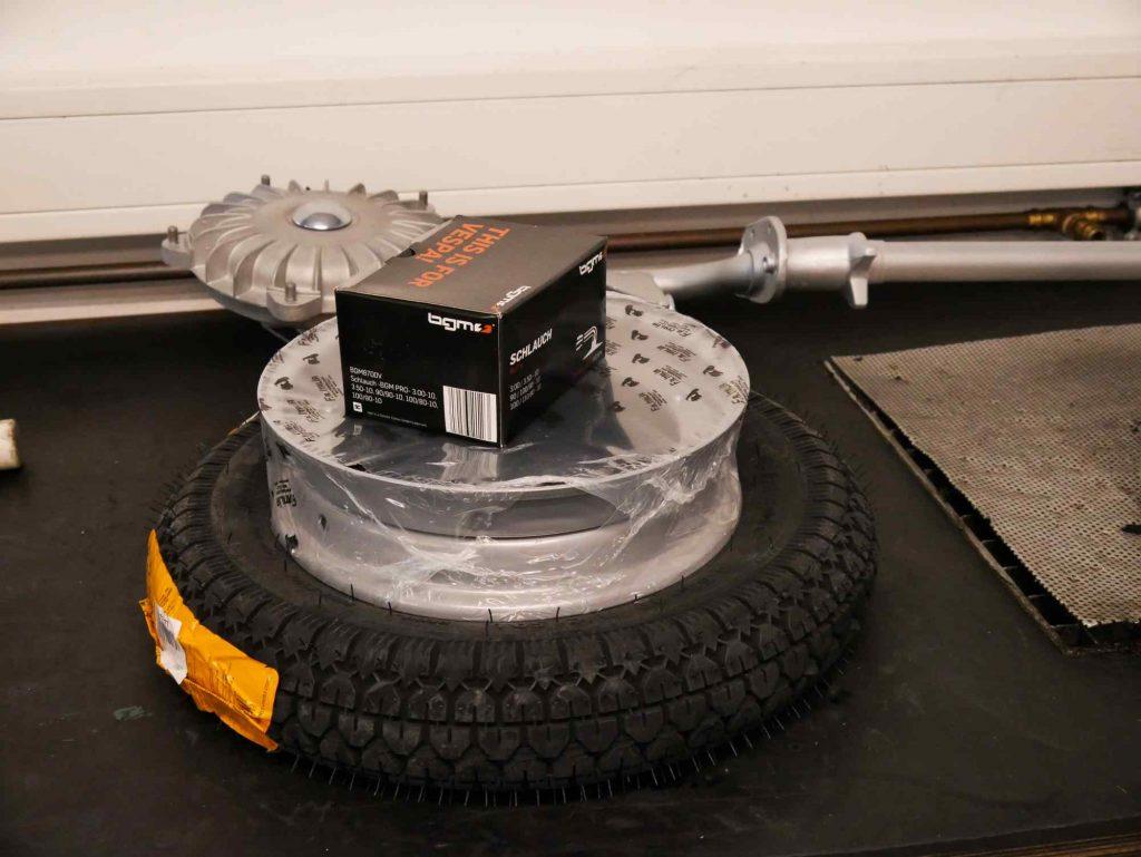 Reifen Felge Schlauch Vespa GS 4 vor Montage