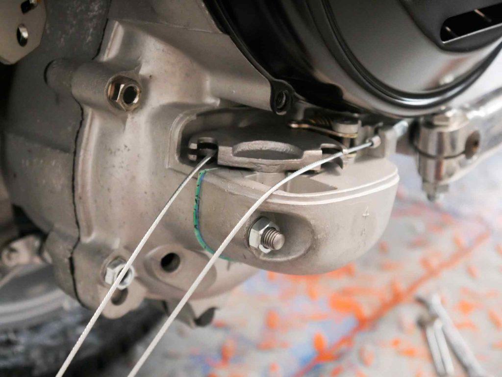 Schaltzüge an Schaltraste Vespa GS4