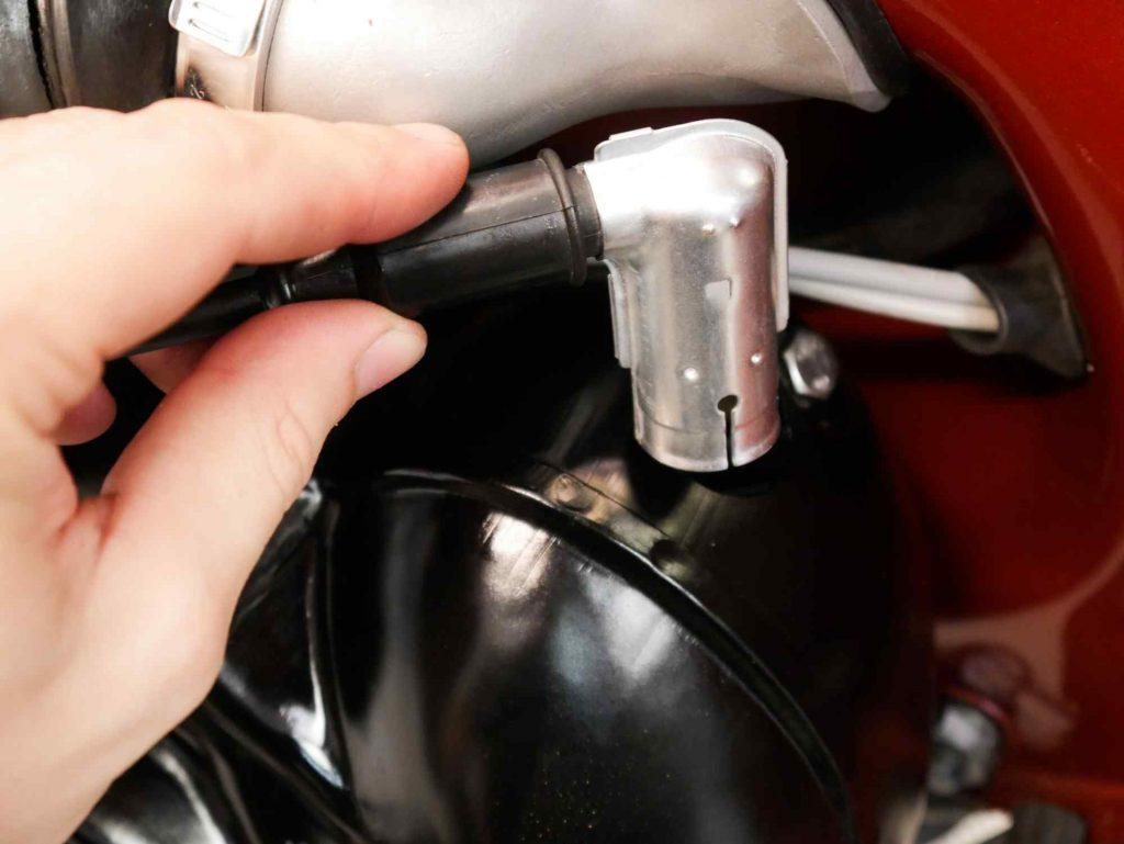 Zündkerzenstecker Vespa GS4 Motor