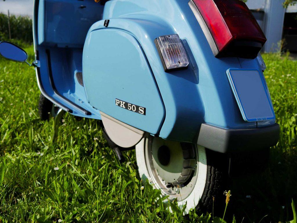 Blaue restaurierte Vespa PK 50