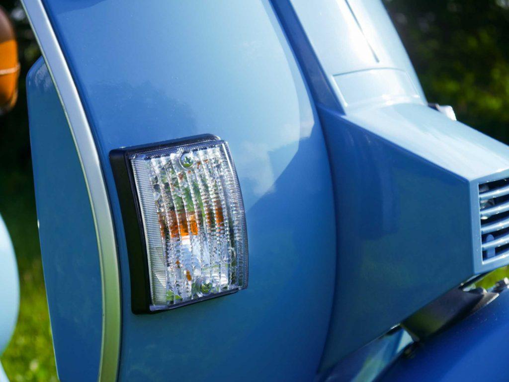 Blinker Klarglas Vespa PK restauriert pastellblau