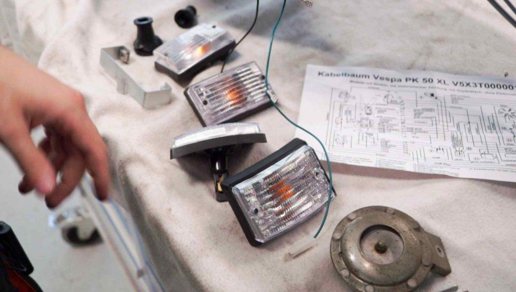 Blinker Vespa PK Klarglas für Einbau vorbereitet