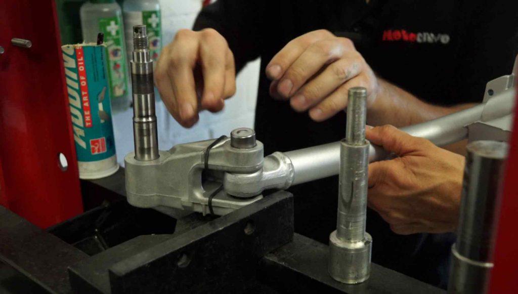 Nadellager Schwinge einbauen Vespa