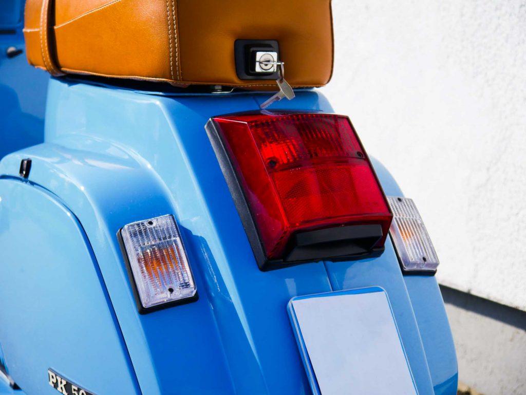 Rücklicht Blinker Vespa PK50 restauriert pastellblau