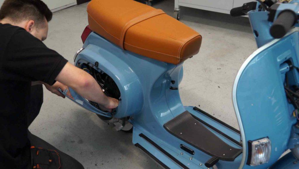 Seitenklappe Motor montieren Vespa PK