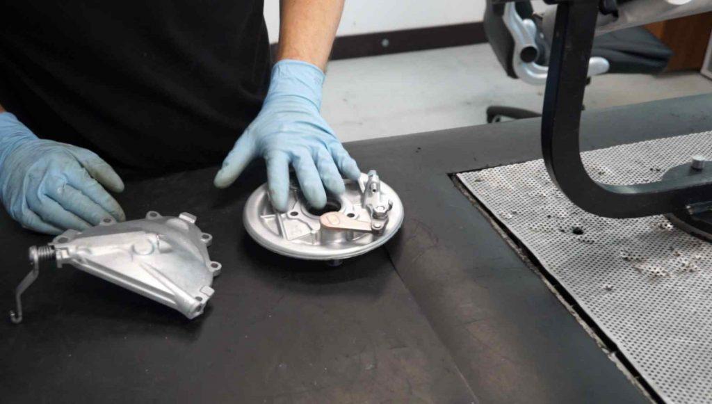 Vespa PK Kupplungsdeckel und Bremsgrundplatte gestrahlt mit Glasperlen