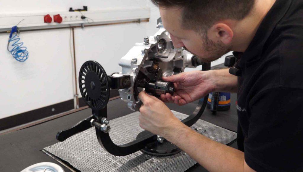 Vespa PK Motor Abtriebswelle einbauen Antriebswelle
