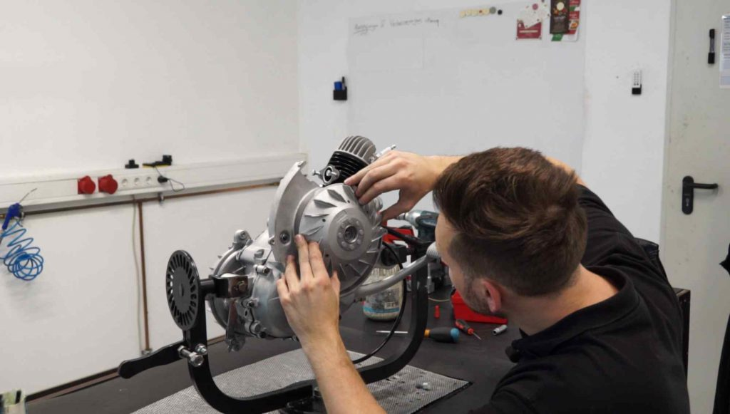 Vespa PK Motor Polrad montieren