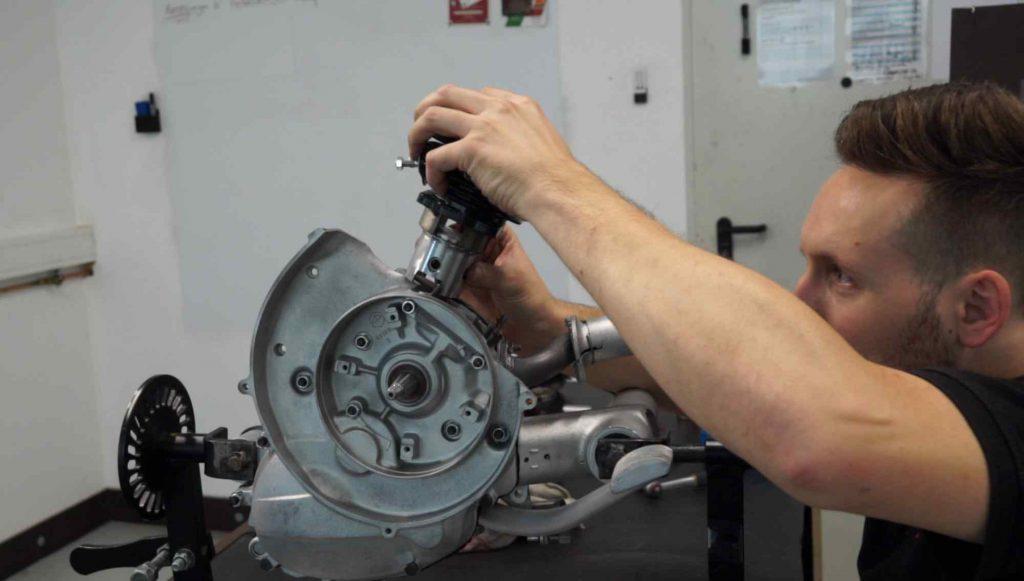Vespa PK Motor Zylinder aufstecken