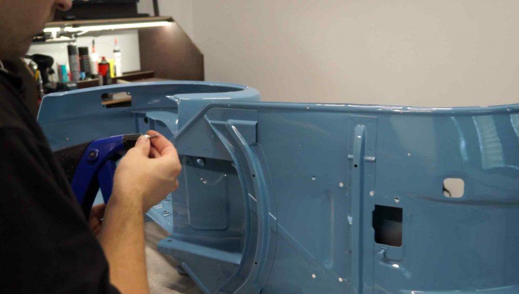 Vespa PK Rahmen Niete für Trittleiste montieren