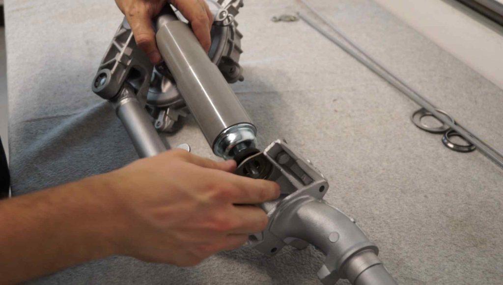 Vespa PK Stoßdämpfer Schwinge vorne montieren