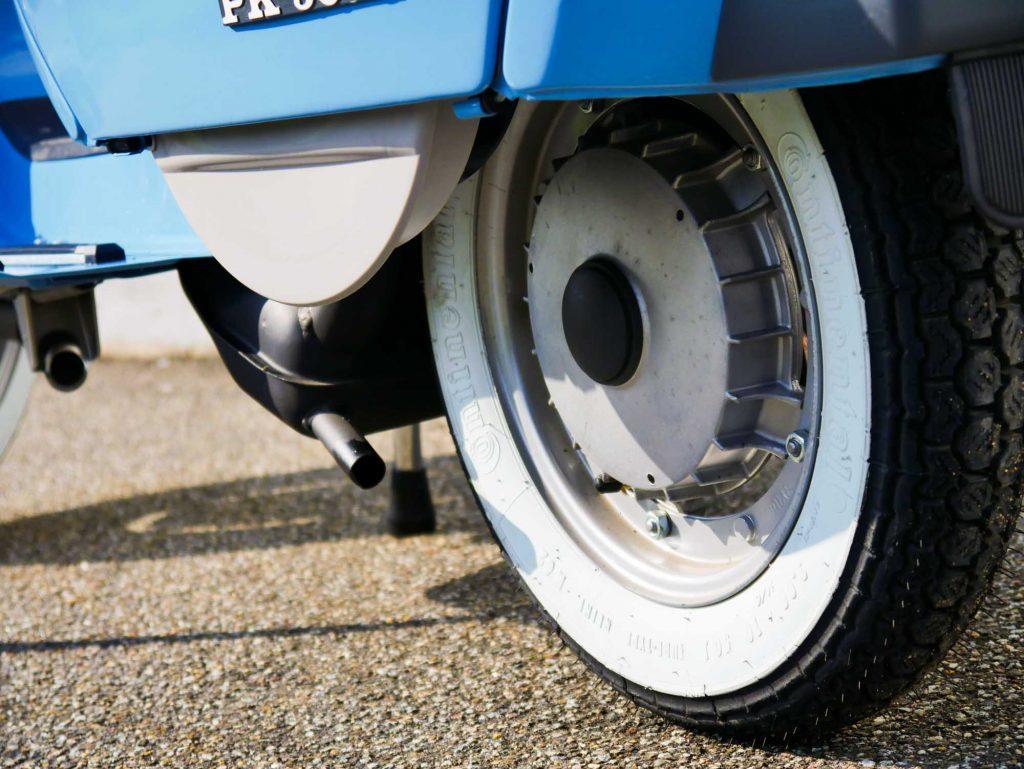 Weißwandreifen Continental Vespa PK50 Pastellblau restauriert